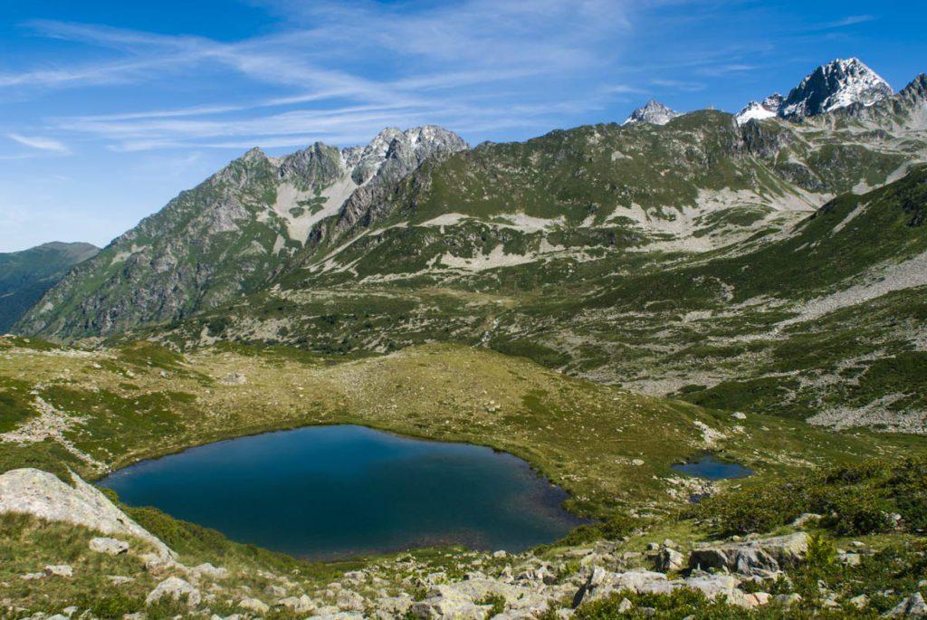 Le lac Morétan inférieur, dans la haute vallée du Veyton, avec le pic du Frêne (2 807 m) en arrière plan. © Anthony Nicolazzi